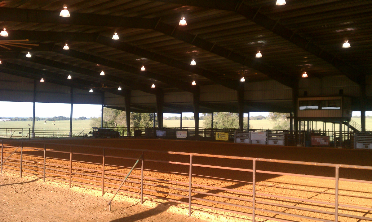 The Cowboy Fellowship Arena in southern Texas has a roof but is otherwise open air, requiring sustainable loudspeakers to protect against the wind-blown dirt and dust of the local environment