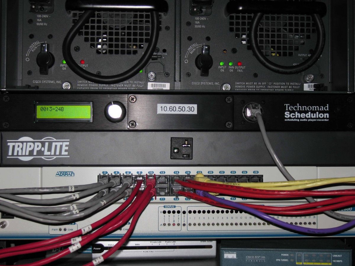 Straight-ahead view of Schedulon rack installation