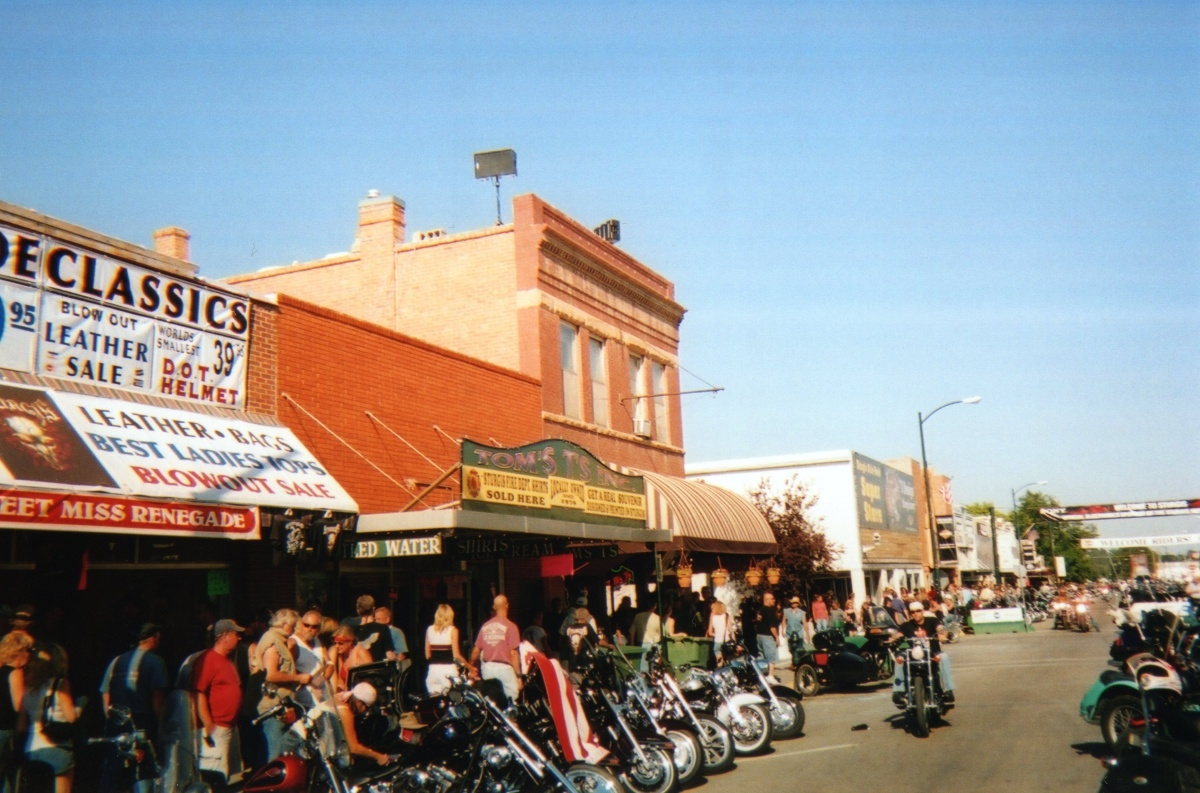 sturgis-rally-knuckle-saloon006