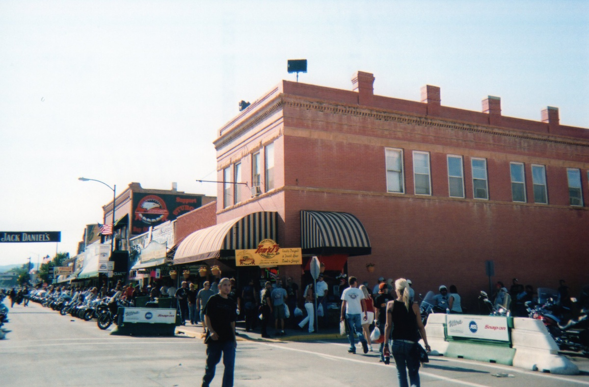 sturgis-rally-knuckle-saloon009