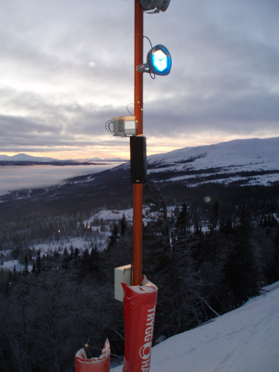 The ambient sounds coming from the Paris loudspeakers at SkiStar synchronize with a new lighting system to create an electrifying skiing experience